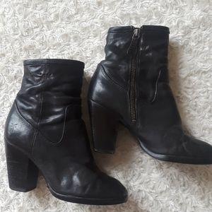 Frye Patty Artisan Zip 6M boot bootie black